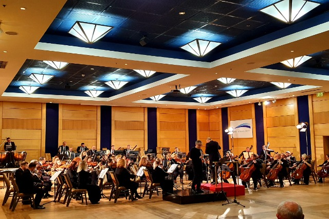 Koncertin Simfonik me Dirigjent Claude Brendel dhe Solist Ali Pengili (oboe)