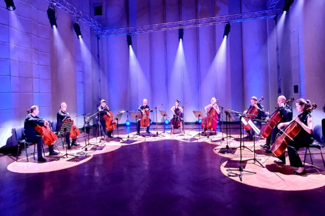 "Koncert sinfonik "" 9 Cellist"""