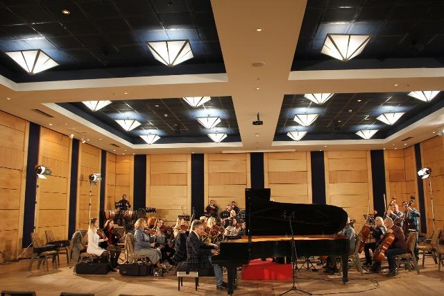 Koncerti me dirigjent Oleg Arapi dhe solistin në piano Lorenzo Di Bella