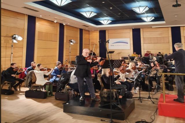 Koncert simfornik me dirigjent Vittorio Parisi dhe solist, violinisti Arben Kadesha