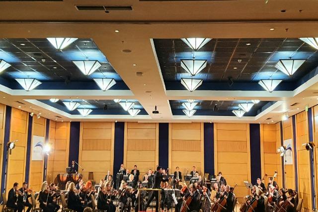 Koncert Simfonik me solist DEREK HAN - PIANO.